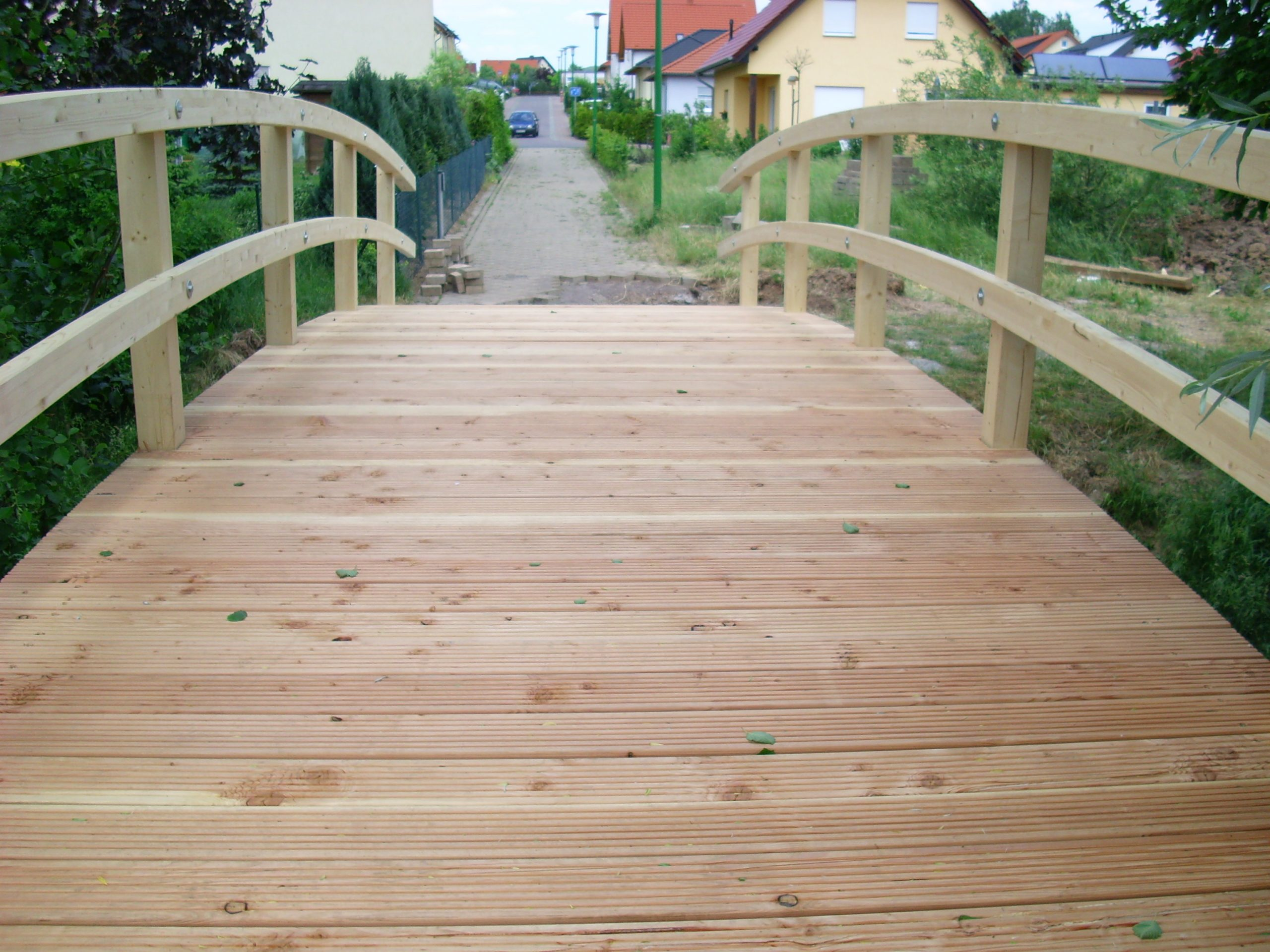 Brettschichtholz Bogenbinder Fußgängerbrücke