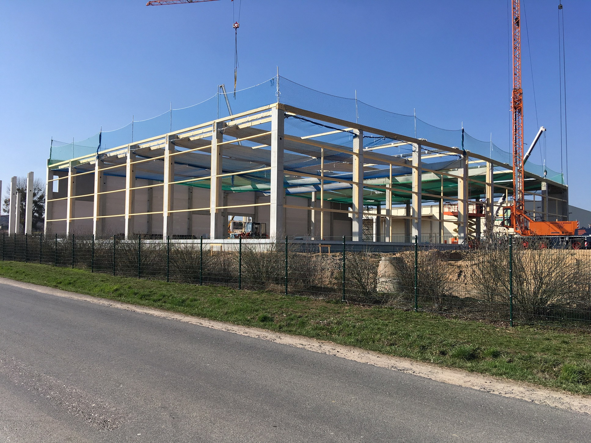 Fischbauchbinder BSH- Dachkonstruktion Lagerhalle Landwirtschaft