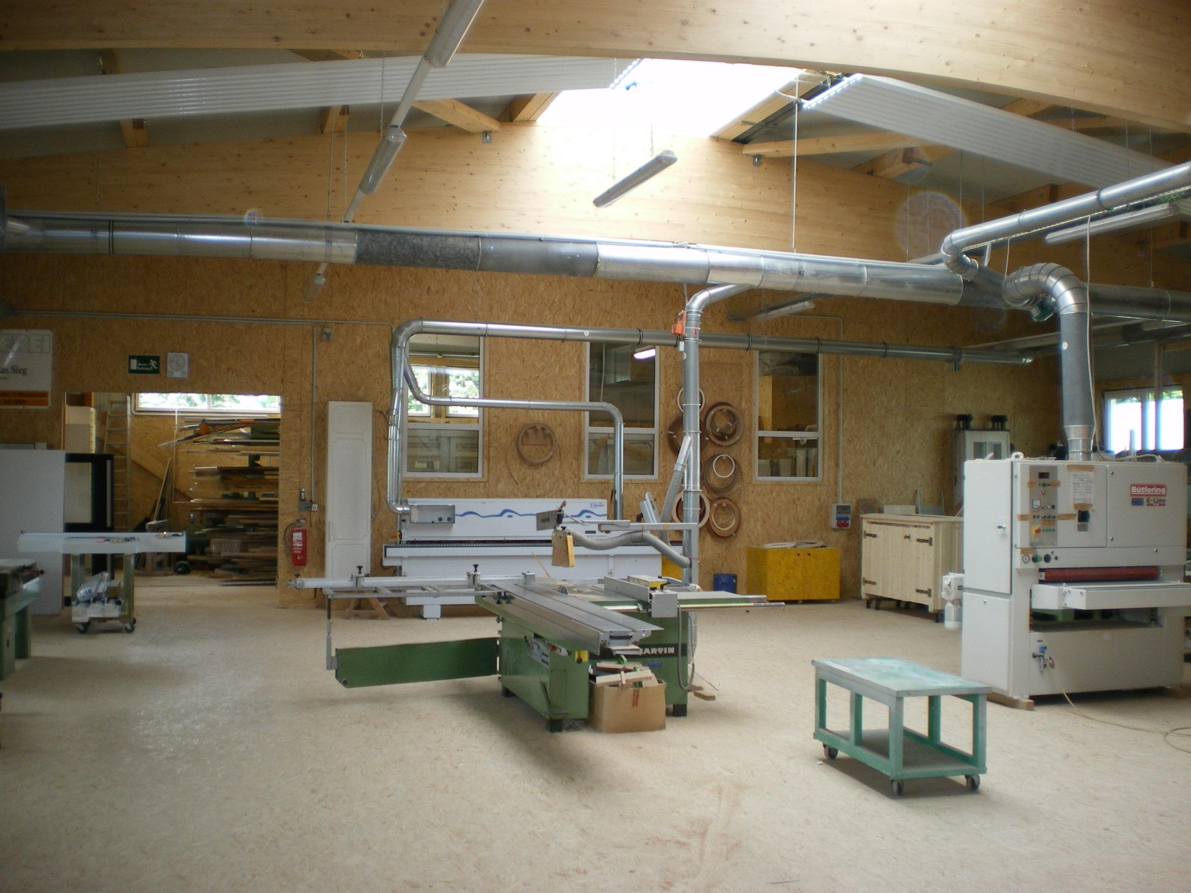 Satteldachbinder Werkstatt Gewerbehalle Leimholz Dachkonstruktion