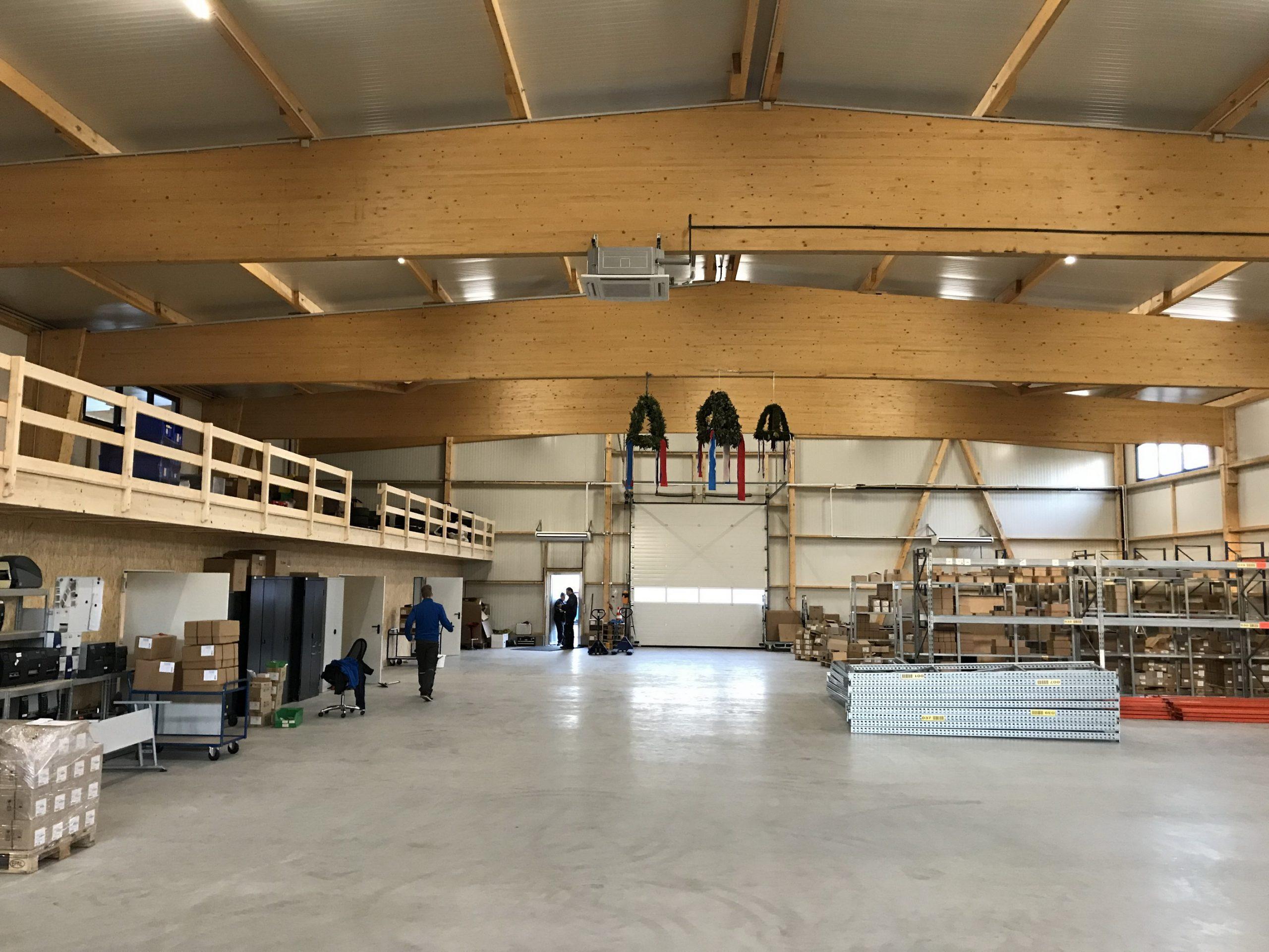 Brettschichtholz Satteldachbinder Gewerbehalle Lagerhalle Leimholz Dachkonstruktion