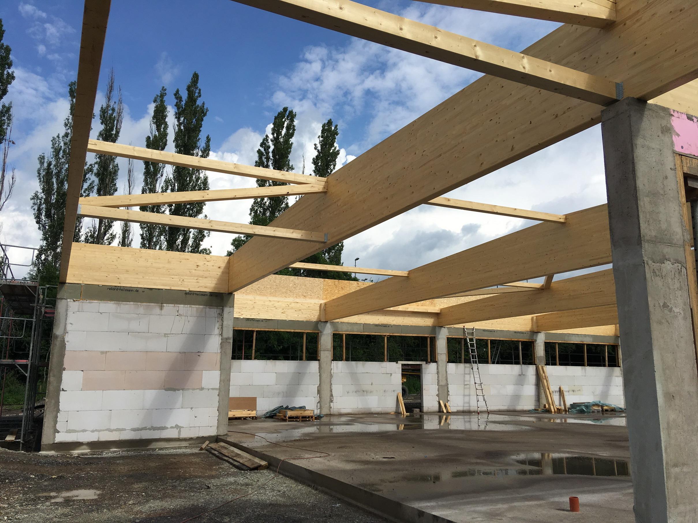 Satteldachbinder Lebensmittelmarkt Verbrauchermarkt Leimholz Dachkonstruktion Holzrahmenbauwandq