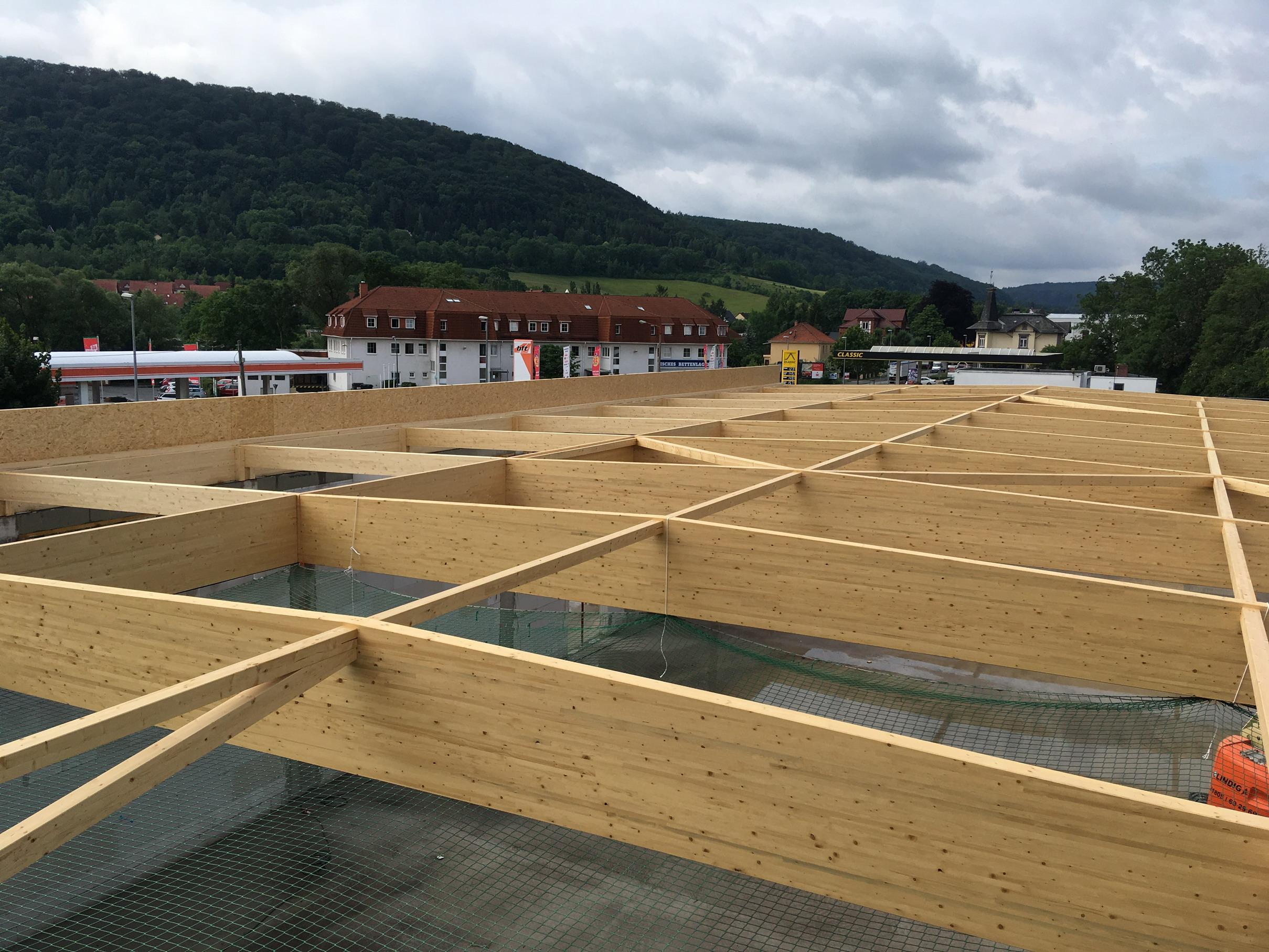 Satteldachbinder Lebensmittelmarkt Verbrauchermarkt Leimholz Dachkonstruktion Holzrahmenbauwand